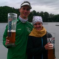 Stefan Teichert und Lisa Hirschfelder beim Siegertrunk