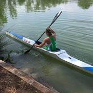 Lisa Hirschfelder geht auf die Paddelstrecke